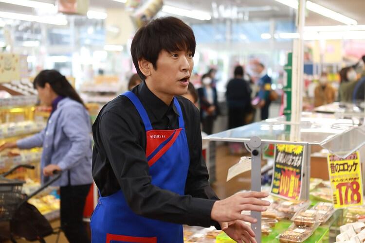 「ゲキカラドウ」第2話より、長谷川朝晴演じるスーパーの若社長・西寺。