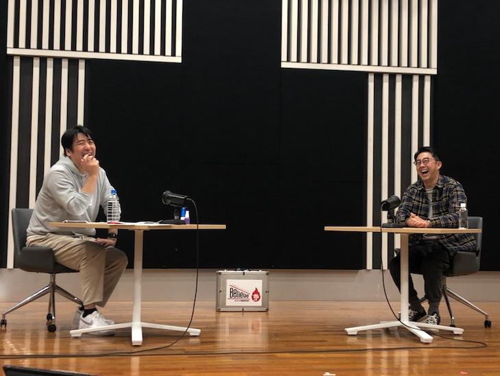 「佐久間宣行のオールナイトニッポン0(ZERO) リスナー小感謝祭2021~Believe~」に出演したテレビ東京の佐久間宣行プロデューサー(左)と、ゲストのおぎやはぎ矢作(右)。