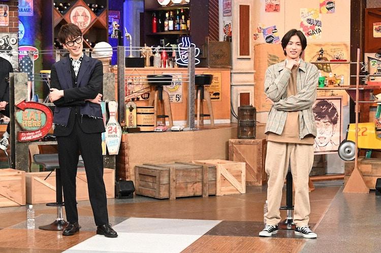 左から岡田将生、志尊淳。(c)日本テレビ