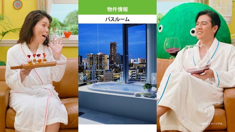 バスローブ姿の尼神インター誠子(左)と要潤(右)。