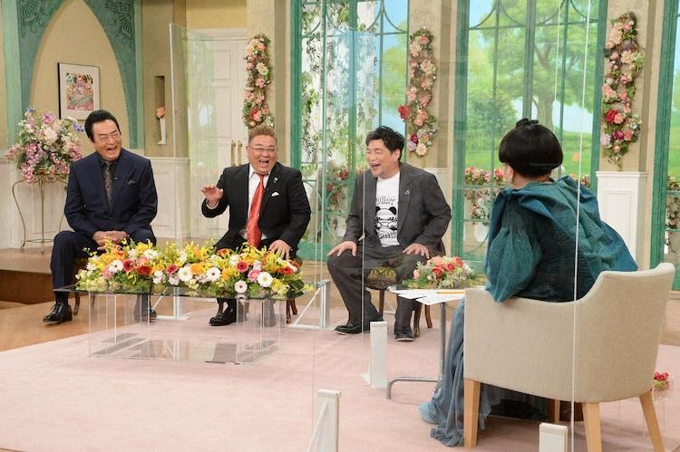 (左から)高橋英樹、サンドウィッチマン、黒柳徹子。(c)テレビ朝日)