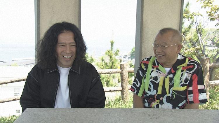2019年山口県上関町の旅より、ピース又吉(左)と笑福亭鶴瓶(右)。