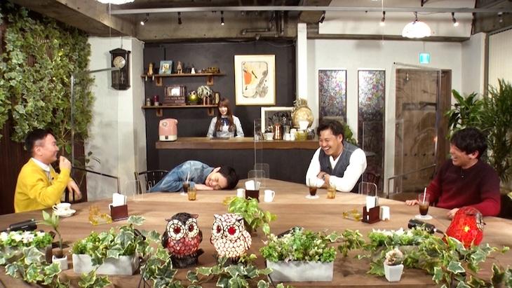 「これ余談なんですけど…」に出演する(左から)かまいたち、加藤史帆、アルコ&ピース。(c)ABCテレビ