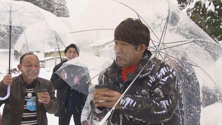 地元のおもてなしを受けるFUJIWARA藤本。(c)SBC