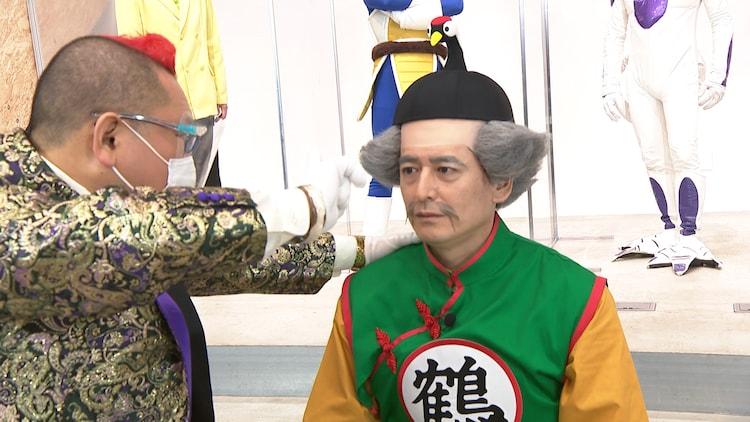 催眠術師の十文字幻斎と対決する博多大吉(右)。(c)中京テレビ