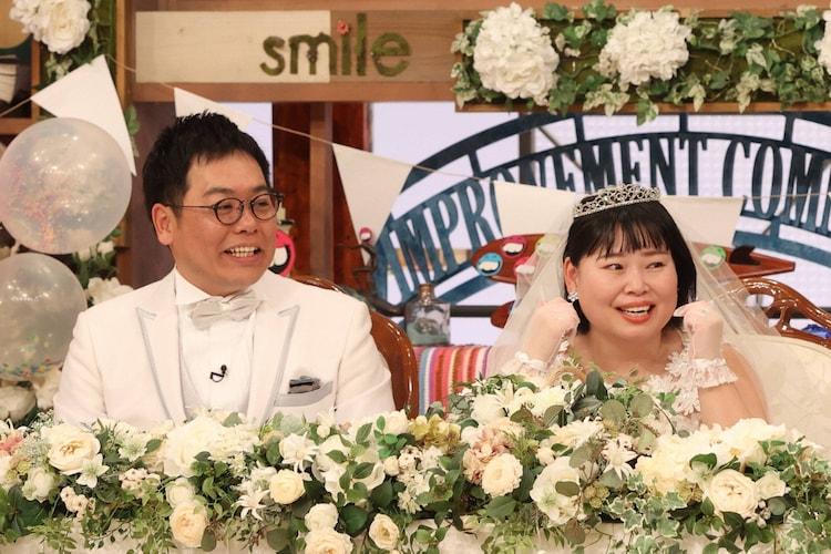 結婚した藤本大介Pとニッチェ近藤。(c)フジテレビ