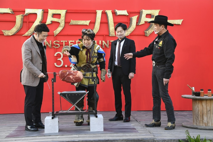 (左から)和牛・水田、ゆりやんレトリィバァ、和牛・川西、日本バーベキュー協会の下城民夫会長。