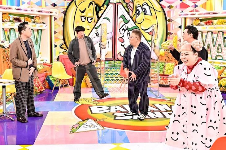 「バナナサンドSP」に出演するバナナマン、サンドウィッチマンとゲストの渡辺直美(右端)。(c)TBS
