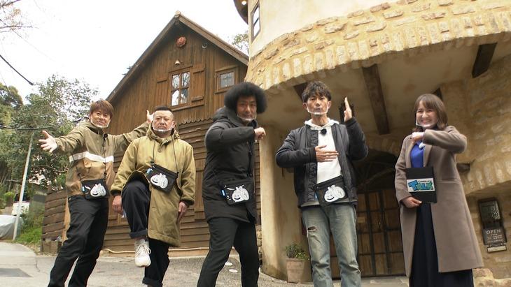 左から野性爆弾ロッシー、ケンドーコバヤシ、トータルテンボス、スミス春子アナウンサー。
