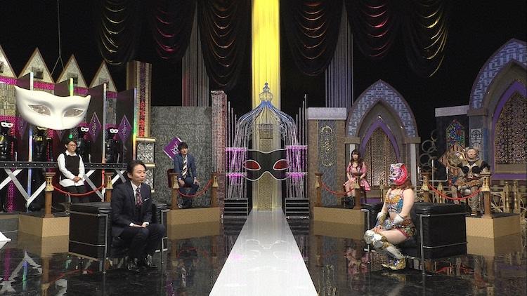 左から有吉弘行、スターライト・キッド。(c)日本テレビ