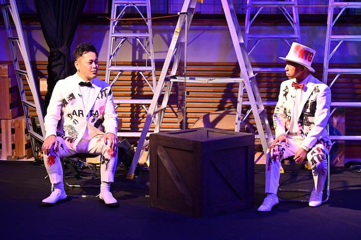 「有田ジェネレーション Season1~ようこそ。迷える子羊芸人」に出演する(左から)くりぃむしちゅー有田、バイきんぐ小峠。(c)TBS