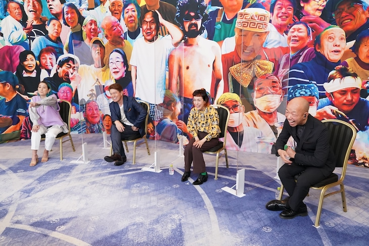 新番組「ヒューマングルメンタリー オモウマい店」に出演する(左から)SHELLY、ヒロミ、久本雅美、バイきんぐ小峠。(c)中京テレビ