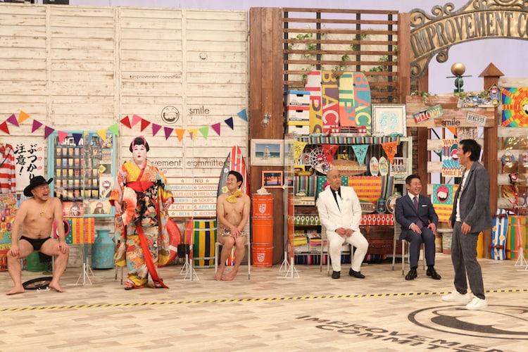 (左から)ハリウッドザコシショウ、コウメ太夫、アキラ100%、錦鯉、明石家さんま。(c)フジテレビ