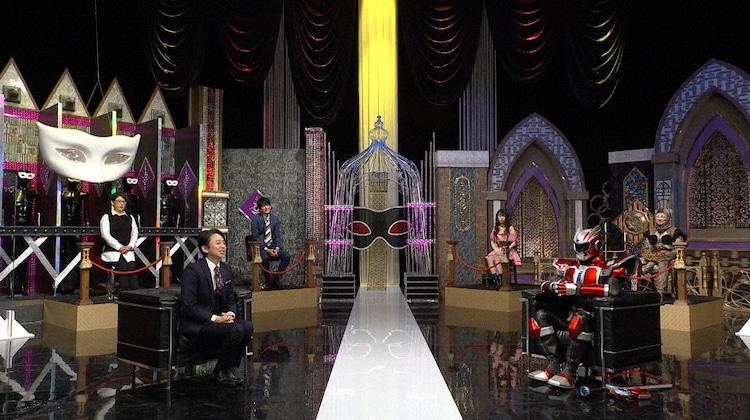 左から有吉弘行、キタキュウマン。(c)日本テレビ