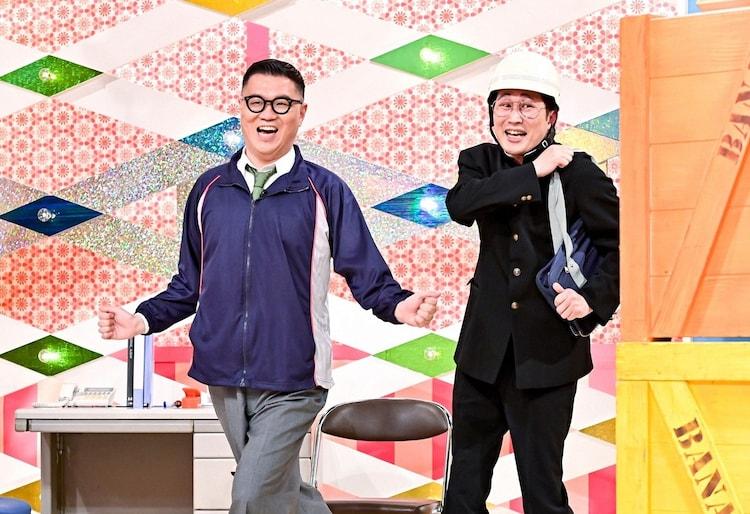 「バナナサンドSP」で小島よしおの「そんなの関係ねぇ」を取り入れたオリジナルネタを披露するシソンヌ。(c)TBS