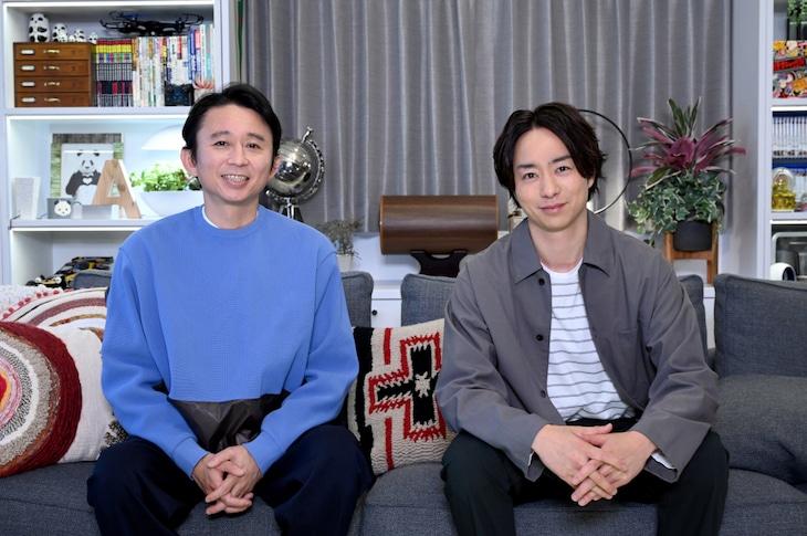 「櫻井・有吉THE夜会」に出演する有吉弘行と櫻井翔。(c)TBS