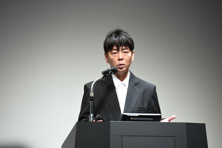 グローバル旗艦店「くら寿司 道頓堀店」オープン発表会に登壇した佐藤可士和。