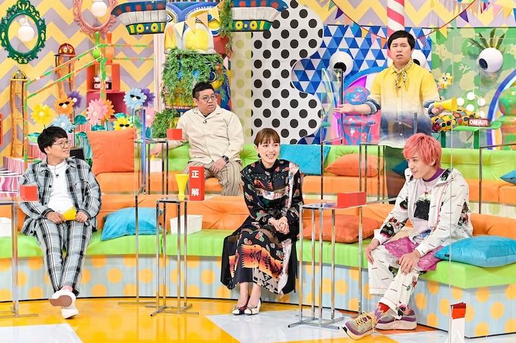 川口春奈(中央)をゲストに迎えたスタジオの様子。(c)TBS