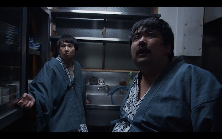 「劇場版ほんとうにあった怖い話~事故物件芸人2~」より、空気階段出演シーン。