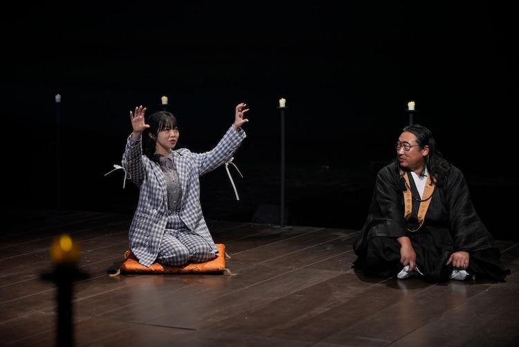 峯岸みなみ(AKB48)と秋山住職。(写真提供:NHK)