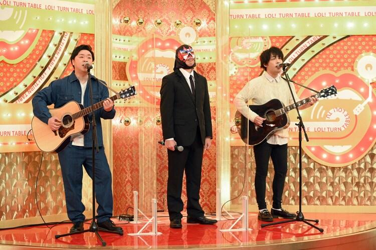 サスケとマスクマン(中央)。(c)TBS