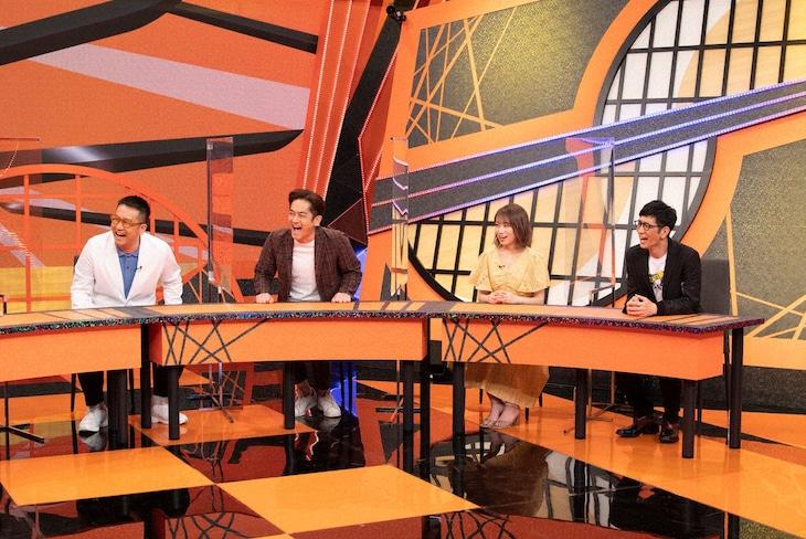 「お笑い実力刃」に出演する(左から)なすなかにし、秋元真夏、アンタッチャブル柴田。(c)テレビ朝日