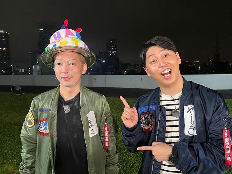 嶋佐(左)のサプライズ誕生日企画を行ったニューヨーク。(c)テレビ朝日