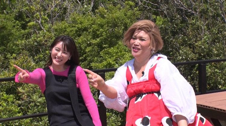 左から北乃きい、IKKO。(c)日本テレビ