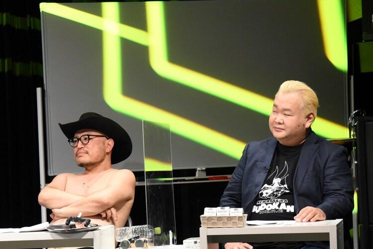 「わいわいP1ワールド!」MCのハリウッドザコシショウ(左)、ハチミツ二郎(右)。