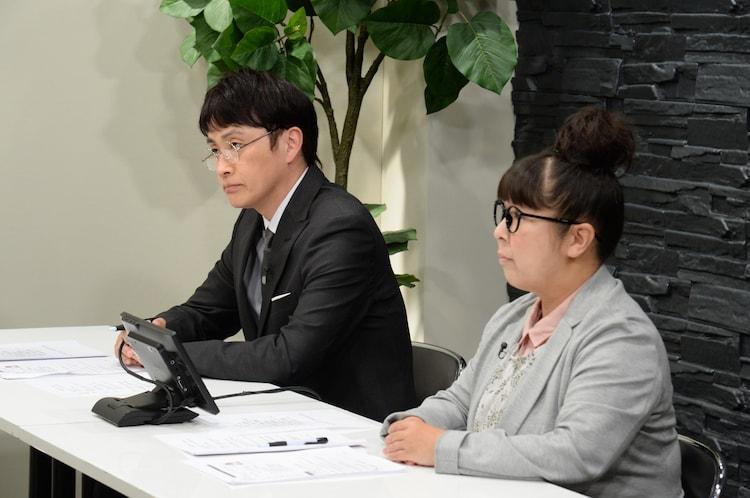 面接官役の(左から)アンジャッシュ児嶋、森三中・村上。(c)ABCテレビ