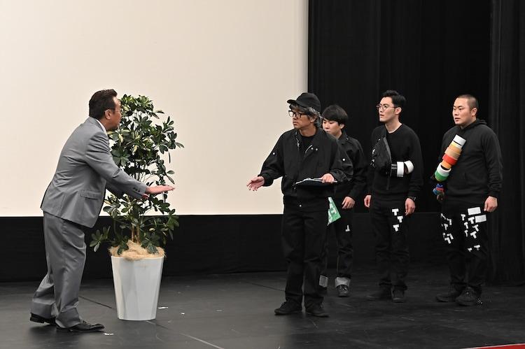 「舞台監督」のワンシーン。(c)TBS