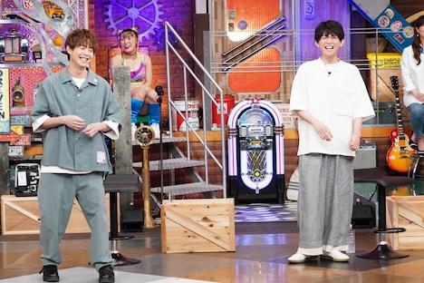 左から有岡大貴、松丸亮吾。(c)日本テレビ