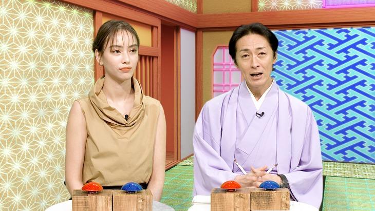 「アバター大喜利」で司会を務める(左から)滝沢カレン、ナインティナイン矢部。(c)日本テレビ