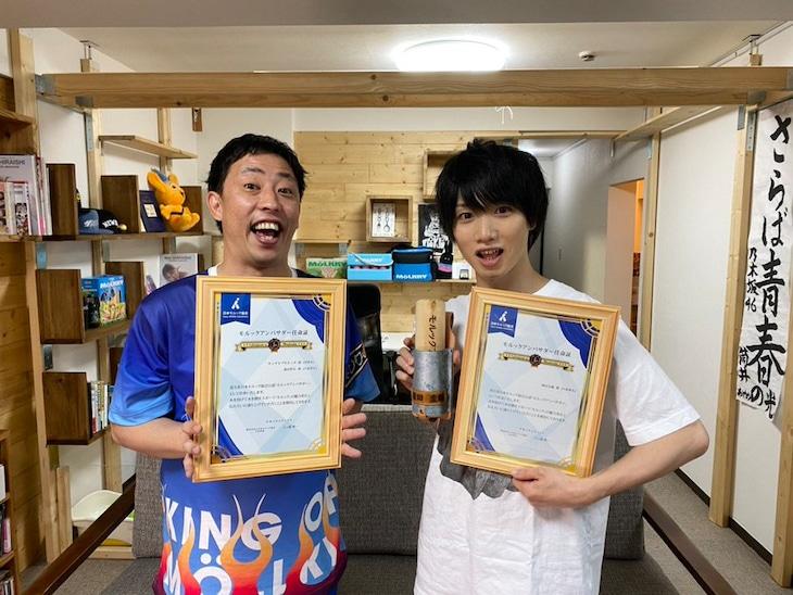 日本モルック協会の公式アンバサダーに就任した(左から)さらば青春の光・森田、植田圭輔。