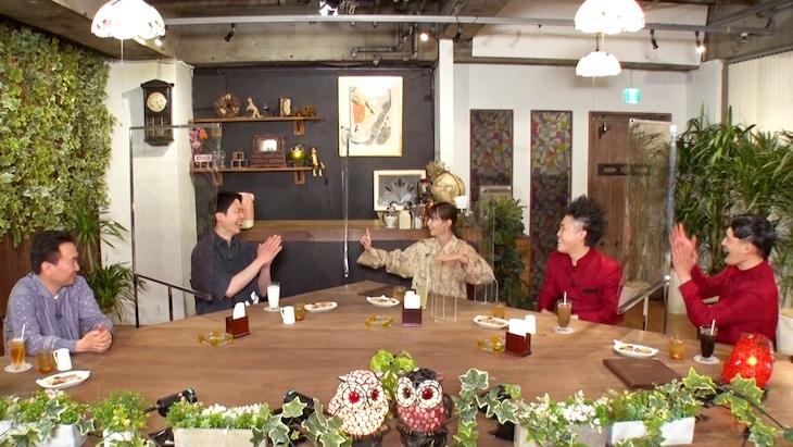 「これ余談なんですけど…」に出演する(左から)かまいたち、西野七瀬、コウテイ。(c)ABCテレビ