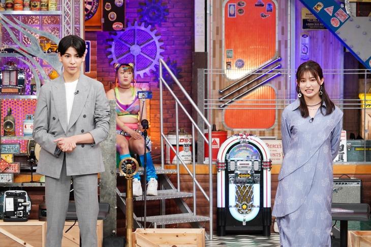左からラウール、吉川愛。(c)日本テレビ