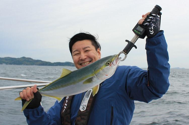 釣りを満喫するチョコレートプラネット長田。