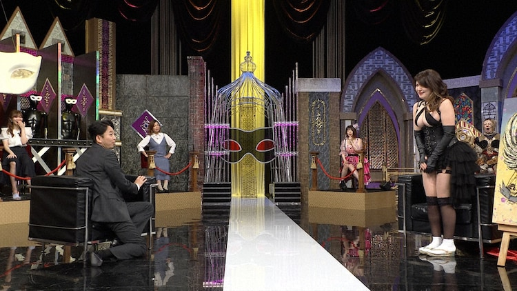 左から有吉弘行、大滝秀子。(c)日本テレビ