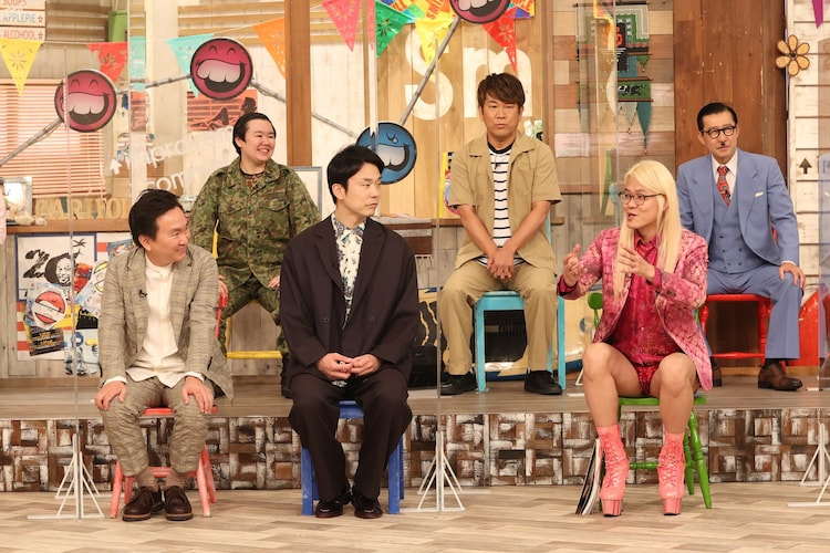 (前列左から)かまいたち、ZAZY、(後列左から)やす子、FUJIWARA藤本、イワイガワ・岩井ジョニ男。(c)フジテレビ