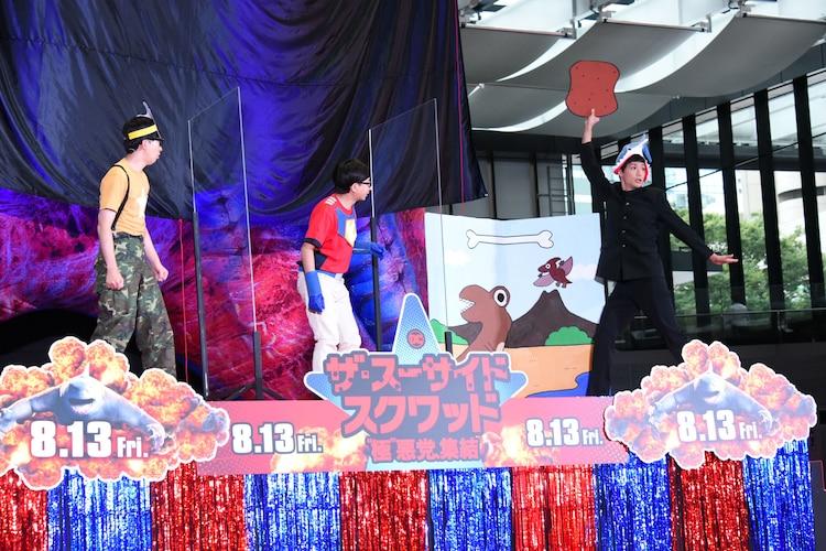 こがけん、おいでやす小田、もう中学生によるコント「ザ・スーサイド・スクワッド 」の様子。