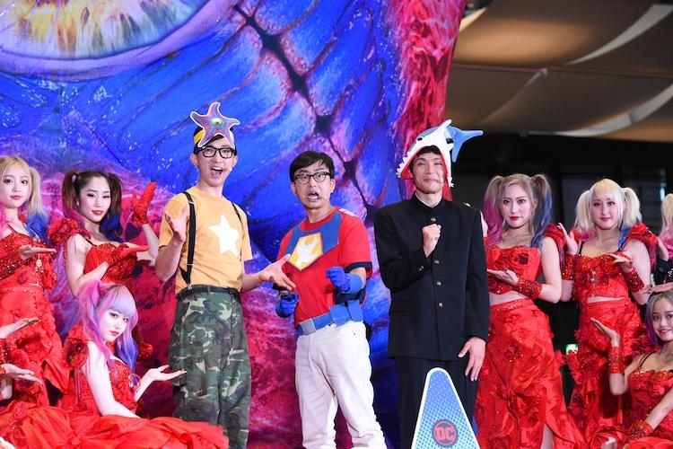 イベントを盛り上げたバーレスク東京のダンサーたちと、こがけん、おいでやす小田、もう中学生。