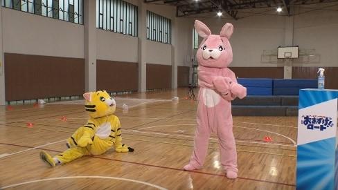 「マッチポンプ劇場 おあずけ!ロート」灼熱着ぐるみ障害物競走より。