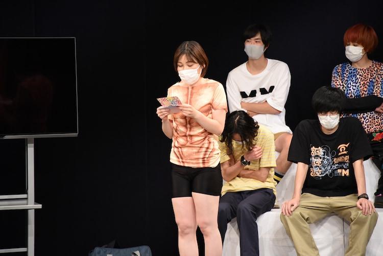 インポッシブルえいじへの手紙を読み上げる誠子。