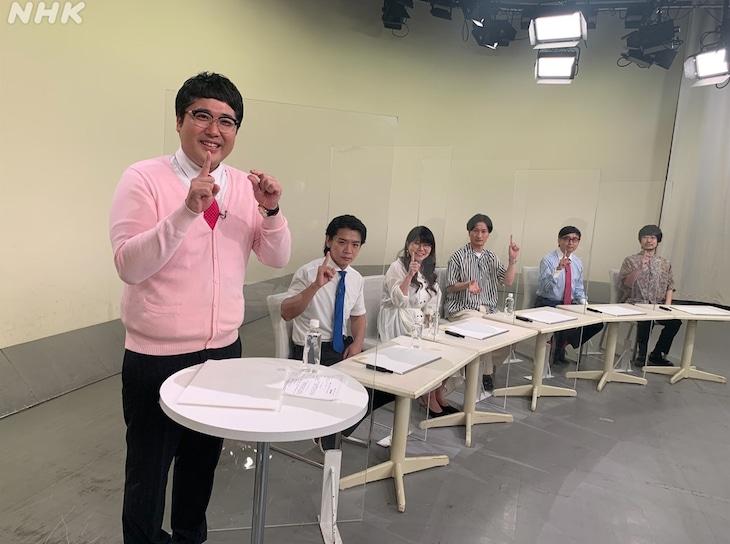 「1ミリ革命大喜利」を展開する芸人チーム。