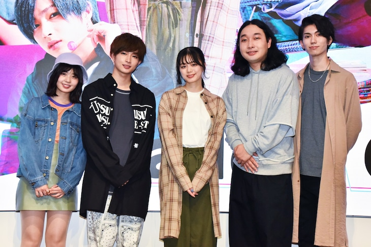YouTubeドラマ「add9 Code」の囲み取材会に出席した(左から)ゆな、曽田陵介、紺野彩夏、かが屋・賀屋、樋口晃平。