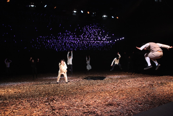 F/T14で上演されたミクニヤナイハラプロジェクト「桜の園」より。(Photo: Yohta Kataoka)