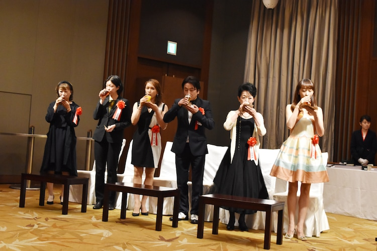左から竜真知子、小川絵梨子、ソニン、駒田一、梅沢昌代、花總まり。
