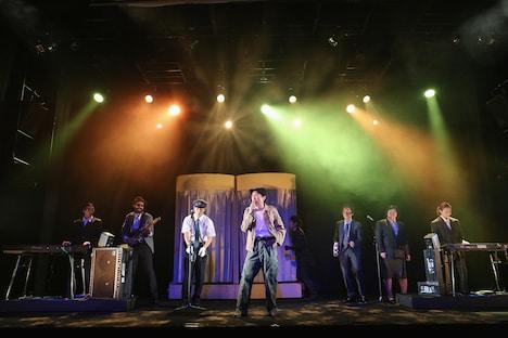 2014年のジョンソン&ジャクソン前回公演「窓に映るエレジー」より。(撮影:宮本雅通)