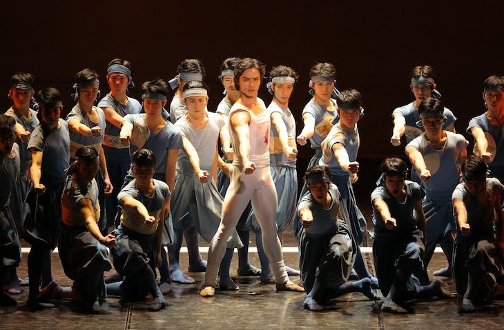 東京バレエ団「ザ・カブキ」より。(撮影:Kiyonori Hasegawa)
