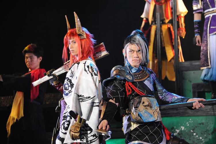 左から植田圭輔演じる石田三成、渡辺和貴演じる長宗我部元親。